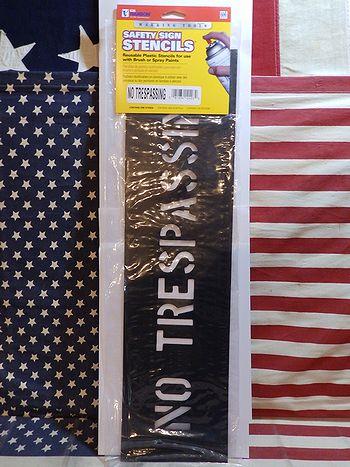 セーフティサイン プラスチックステンシル NO TRESPASSING アメリカ雑貨屋 SUNBRIDGE