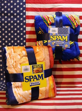 スパムブランケット ボア付きブランケット アメリカンひざ掛け スパム缶 アメリカ雑貨屋 サンブリッヂ アメリカン雑貨通販