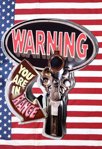 警告看板 ガン看板 銃看板 ガレージ看板 インテリア 看板 アメリカ雑貨屋 サンブリッヂ