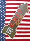 EXIT看板 ブリキ看板 アローサイン エンボス看板 アメリカ雑貨屋 サンブリッヂ アメリカン雑貨 通販