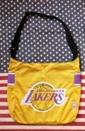 レイカーズショルダーバッグ スポーツバッグ NBA LAKERS  レイカーズユニホーム アメリカ雑貨屋 サンブリッヂ 通販