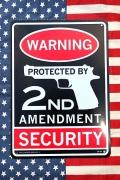 ワーニング看板 ピストル看板 銃保有看板 プラスチックサインボード アメリカン雑貨通販 SUNBRIDGE