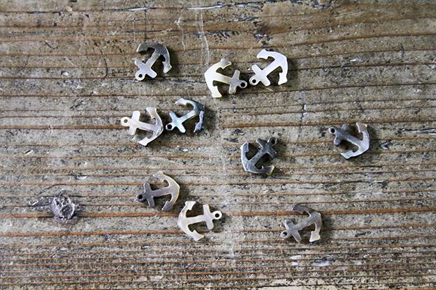 奈良 貝のチャーム イカリ 黒蝶貝
