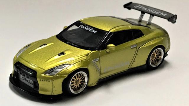 MINI GT 1/64 Pandem Nissan GT-R R35 GTウィング コスモポリタンイエロー(右ハンドル)