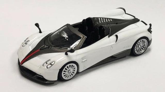 MINI GT 1/64 パガーニ ウアイラ ロードスター ホワイト 黒ストライプ (右ハンドル)