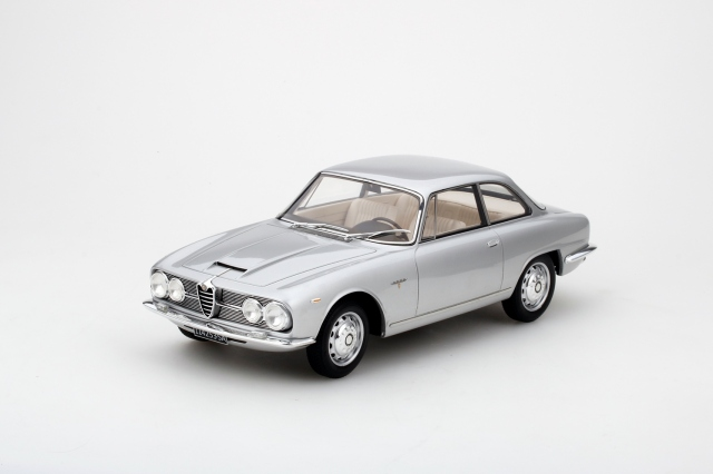 Top Speed 1/18 アルファロメオ 2600 スプリント 1962 ライトシルバー