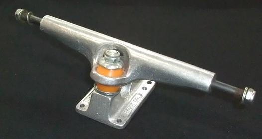 INDEPENDENT【インディペンデント】 スケートボード/トラック 215 ガンメタルシルバー