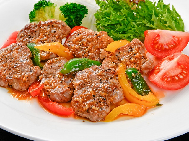 豚ひれ肉の醤油糀漬 すや亀 肉のおかず野菜と一緒に