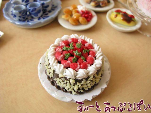 ホールケーキ ストロベリーチョコ