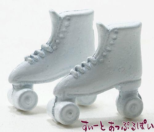 白のスケートシューズ IM65120
