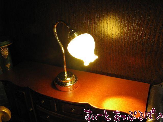 【3V電池式LED照明】【ちょっと大きめ】 デスクランプ チューリップ HKL-DL