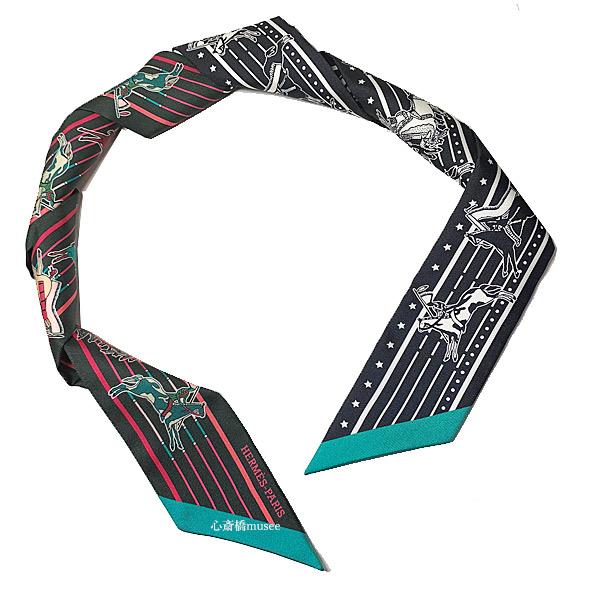 ≪新品≫ エルメス ツイリー 「 Pani La Shar Pawnee / パウニー族の首長 」 Vert Fonc/Rose Vif/Noir ヴェールフォンセ / ローズヴィフ / ノワール  黒 Black ミニ スカーフ ミニ スカーフ 箱 リボン ラッピング  Hermes Twilly