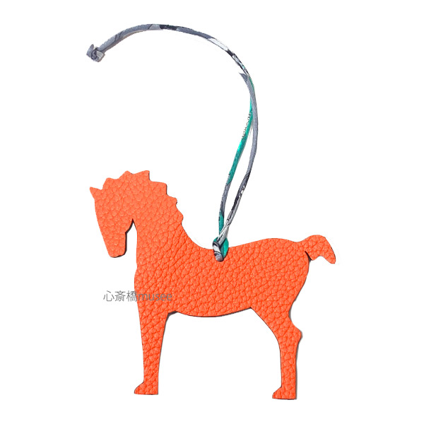 《新品》 エルメス プティアッシュ チャーム 馬 ホース オレンジ / エベンヌ (こげ茶) リボン ラッピング Hermes Petit H charm Horse Orange / Ebene