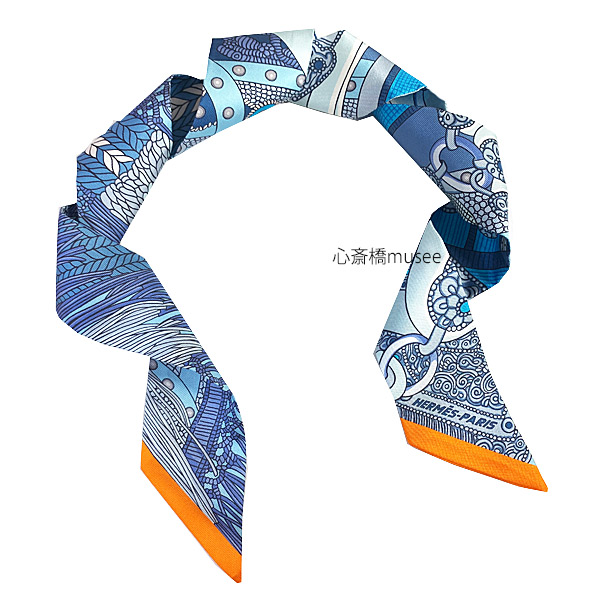 ≪新品≫ エルメス ツイリー 高官の鞍 ブルー / グリスブルート / オレンジ TWILL Blue / Gris Bleute / Orange  HERMES TWILLY SELLE DE DIGNITAIRE シルク スカーフ 箱 リボン ラッピング