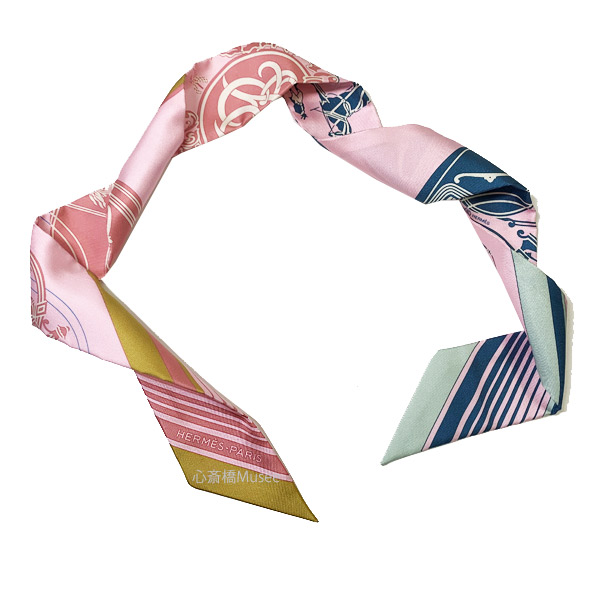 ≪新品≫ エルメス ツイリー エクスリブリス ローズパール/ ヴェール / オークル TWILL ROSE PALE / VERT / OCRE HERMES TWILLY EX-LIBRIS シルク ピンク スカーフ 箱 リボン ラッピング