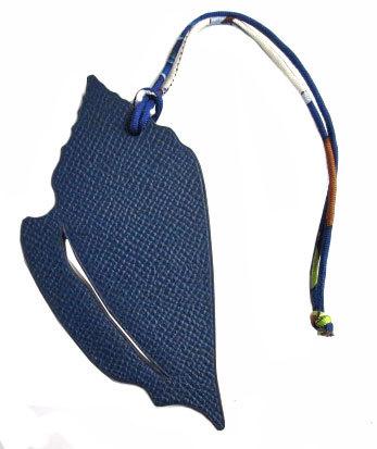 新品エルメスプティ・アッシュチャーム貝殻シェル型MMネイビー×バンブーグリーン(3)箱リボンのスペシャルラッピング