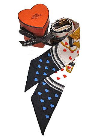 ≪新品≫ハート箱リボンのラッピングエルメス2017年限定ツイリー《ブリッド・ドゥ・ガラ・ラヴ》ハート柄白×ネイビー×オレンジ系