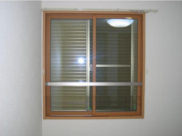 安心、安全のアルミ角パイプ製窓手摺 長さ1201mm~1400mm