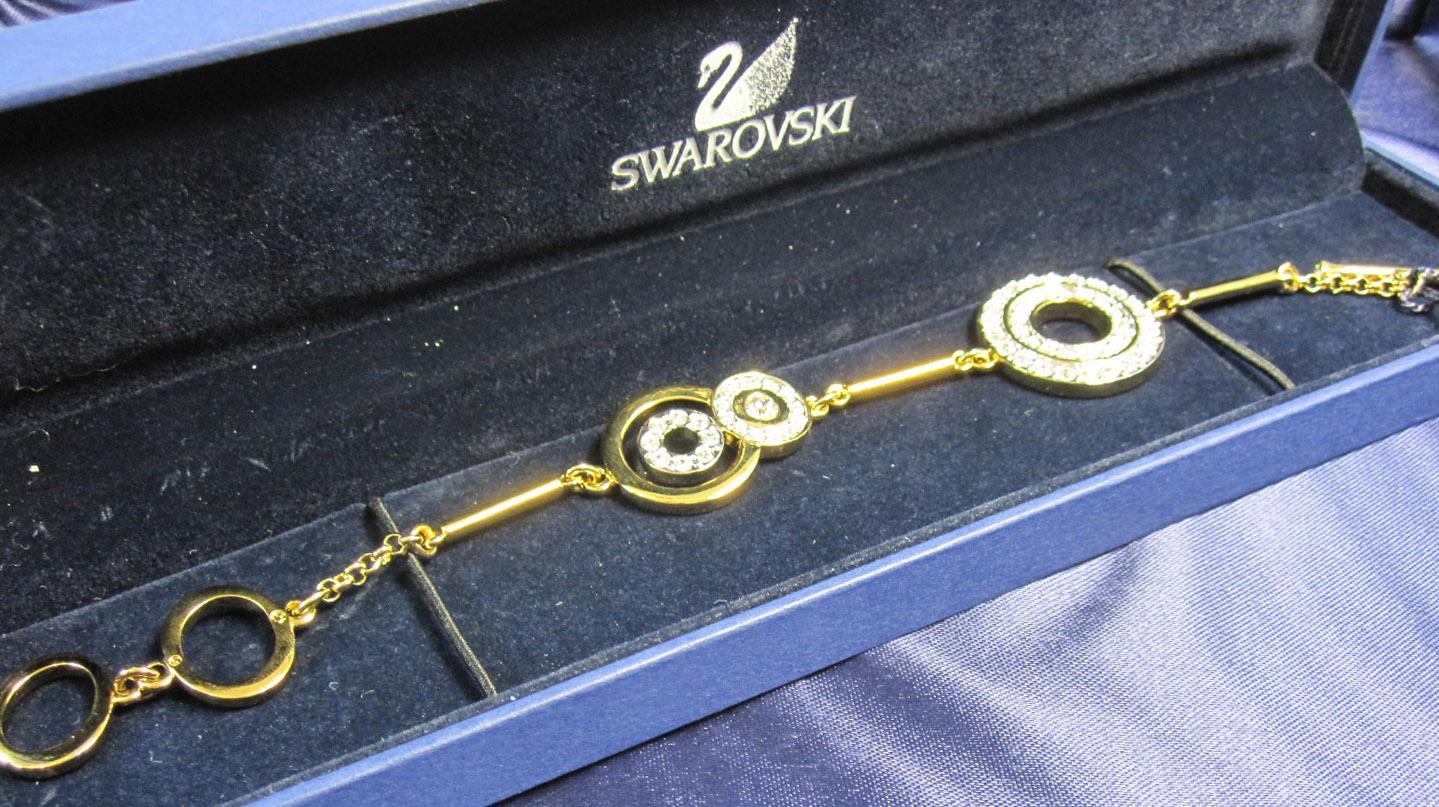 スワロフスキー SWAROVSKI  アクセサリー ブレスレット 金 854875【ブランドボックス入り/新品】