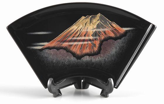 飾り皿・赤富士沈金(扇小)