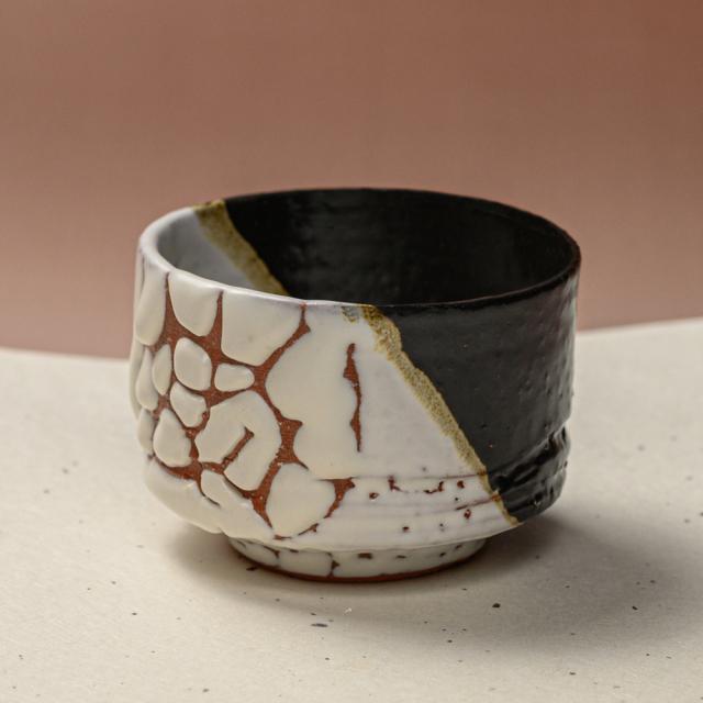 萩焼(伝統的工芸品)そばちょこ掛分け(鬼白特&黒釉)筒線彫