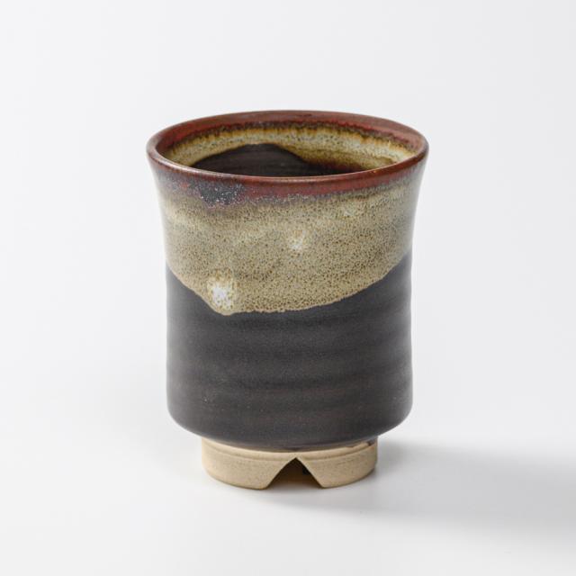萩焼(伝統的工芸品)湯呑小掛分け(黒釉&わら)端反No12
