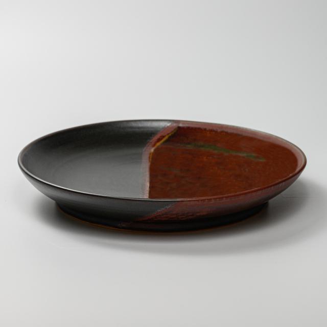 萩焼(伝統的工芸品)大皿掛分け(鉄赤釉&黒釉)丸