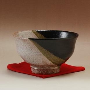 萩焼(伝統的工芸品)抹茶碗上掛分け(黒釉&鬼萩)柿のへた