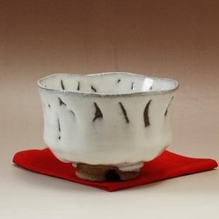 萩焼(伝統的工芸品)抹茶碗上小鬼白梅端反