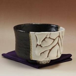 萩焼(伝統的工芸品)抹茶碗極上掛分け(鬼白荒松&黒釉)端反