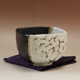 萩焼(伝統的工芸品)抹茶碗極上掛分け(鬼白荒松&黒釉)四方