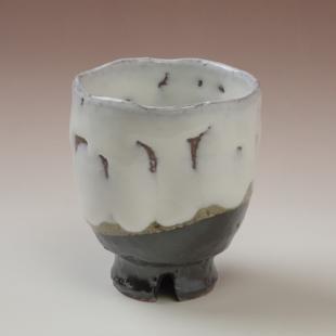 萩焼(伝統的工芸品)湯呑掛分け(鬼白荒竹&黒釉)呉器ヘラメ