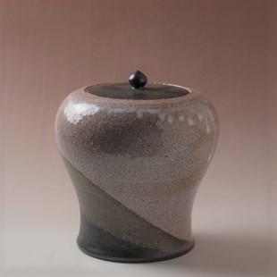 萩焼(伝統的工芸品)水指掛分け(鬼萩&黒釉)瓶子(共蓋付)