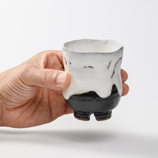 萩焼(伝統的工芸品)湯呑小掛分け(鬼白荒竹&黒釉)胴締