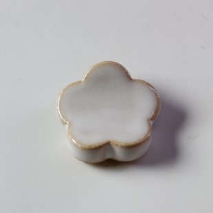 萩焼(伝統的工芸品)抜き型箸置き白姫梅