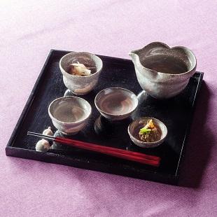 萩焼(伝統的工芸品)「萩彩和器」【六瓢(むひょう)】(酒注ぎ・ぐい呑・盃・豆小鉢・豆小皿・箸置きのセット・塗り板付き)