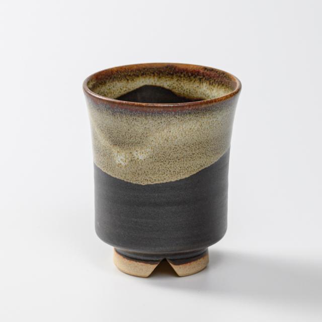萩焼(伝統的工芸品)湯呑大掛分け(黒釉&わら)端反No52