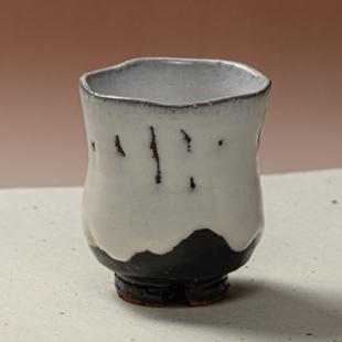 萩焼(伝統的工芸品)湯呑大掛分け(鬼白竹&黒釉)胴締