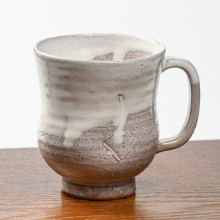 萩焼(伝統的工芸品)ビールジョッキ白萩掛分け胴締ヘラメ