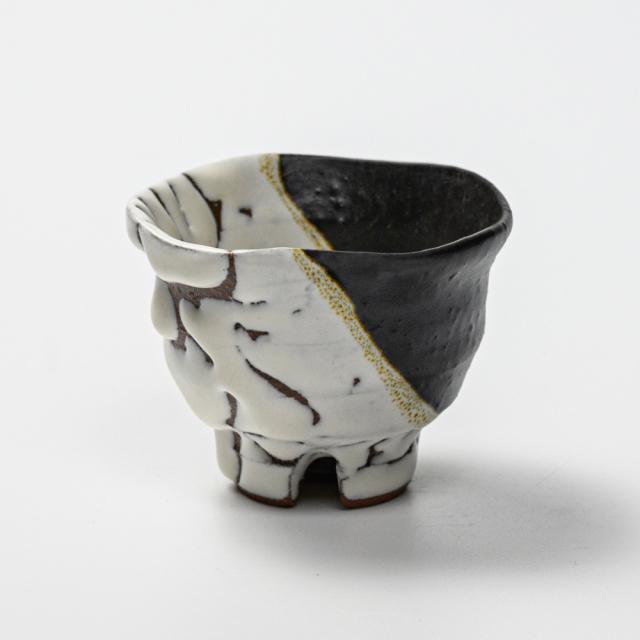萩焼(伝統的工芸品)ぐい呑掛分け(鬼白松&黒釉)井戸形猪口