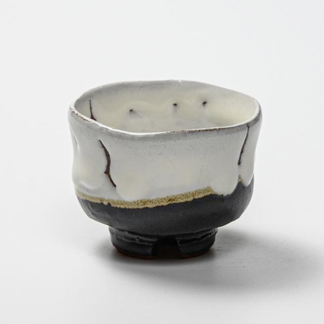 萩焼(伝統的工芸品)ぐい呑掛分け(鬼白竹&黒釉)胴締No835