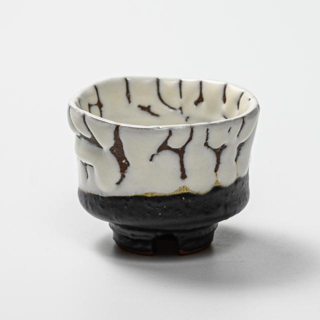 萩焼(伝統的工芸品)ぐい呑掛分け(鬼白松&黒釉)端反
