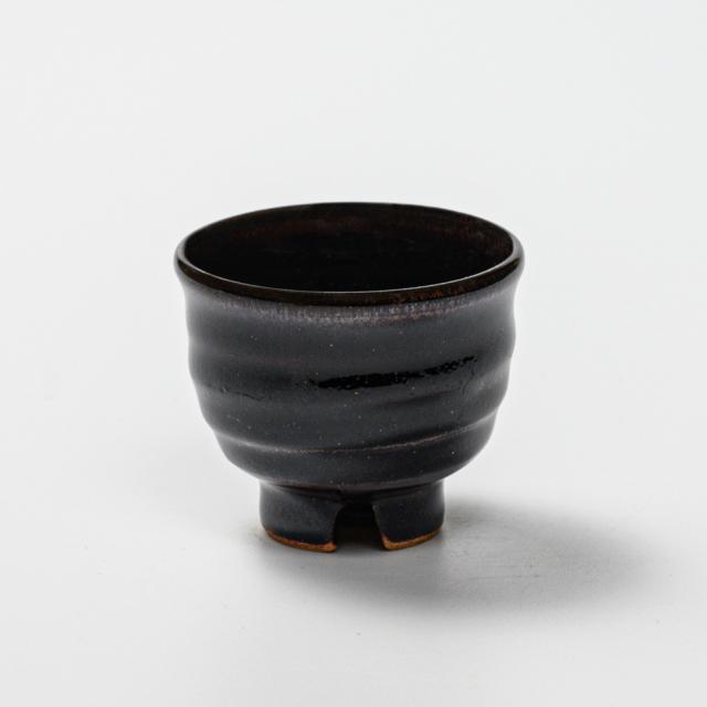 萩焼(伝統的工芸品)ぐい呑銀黒星釉井戸形