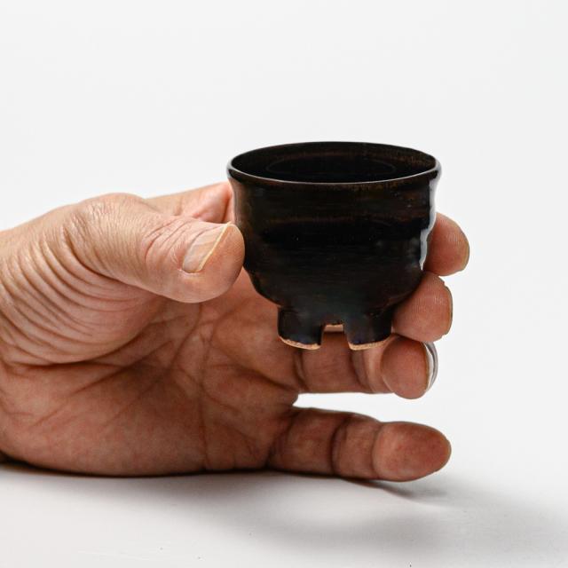 萩焼(伝統的工芸品)ぐい呑銀黒星釉井戸形No842