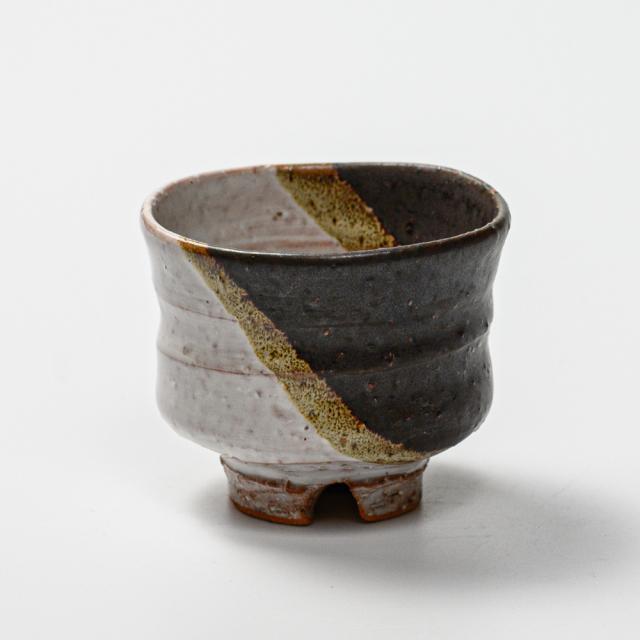 萩焼(伝統的工芸品)ぐい呑鉄掛分け(わら&黒釉)端反