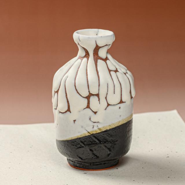 萩焼(伝統的工芸品)徳利掛分け(鬼白松&黒釉)肩衝叩き