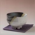 萩焼(伝統的工芸品)抹茶碗上掛分け(鬼白荒梅&黒釉)碗形