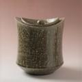 萩焼(伝統的工芸品)水指緑釉荒端反(共蓋付)