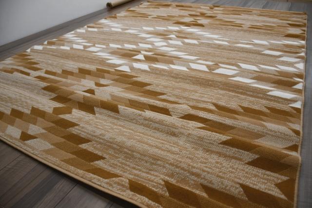 訳あり 難有り カーペット 4畳 3畳 ラグ ベルギー 絨毯 じゅうたん おしゃれ 四畳 4帖 ベージュ 安い 激安  【商品名 SHIRAZ 2134】 約4畳 200×290cm