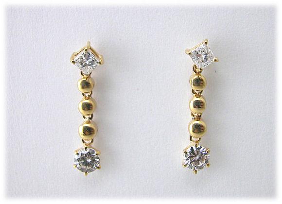 ダイヤモンドK18ピアス プリンセス&ラウンドブリリアントカット